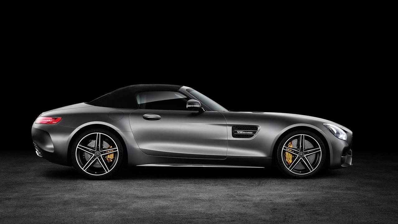 https://cdn.cnngreece.gr/media/news/2016/09/17/46729/photos/snapshot/Mercedes-AMG-GT-Roadster-7.jpg