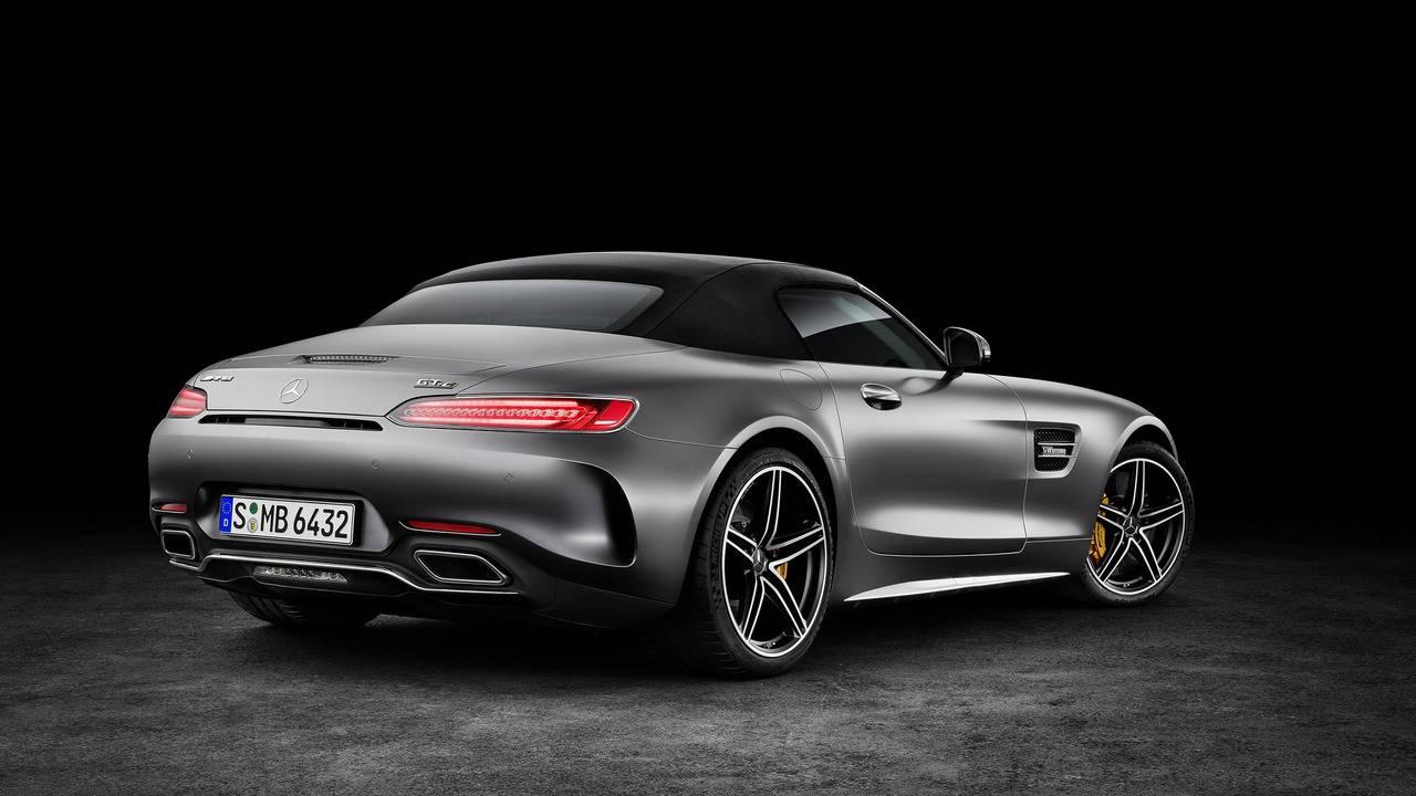 https://cdn.cnngreece.gr/media/news/2016/09/17/46729/photos/snapshot/Mercedes-AMG-GT-Roadster-8.jpg