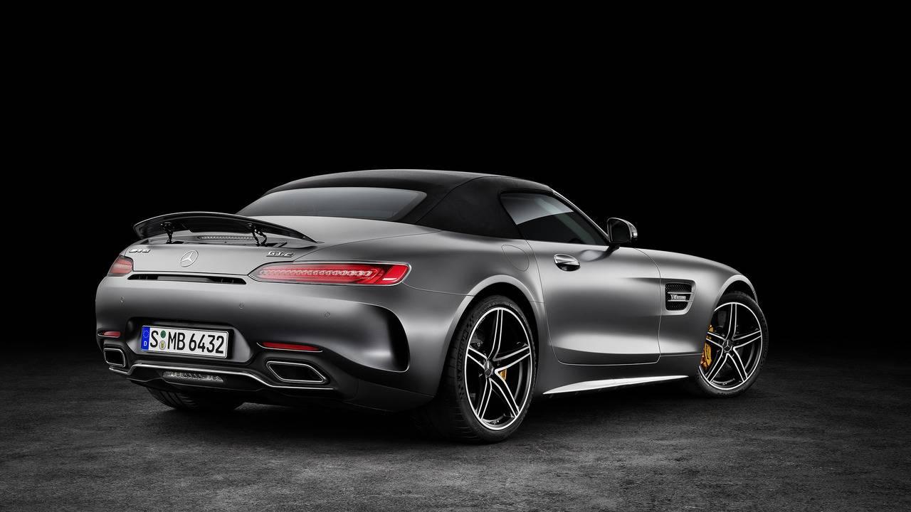 https://cdn.cnngreece.gr/media/news/2016/09/17/46729/photos/snapshot/Mercedes-AMG-GT-Roadster-9.jpg