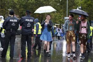 Oktoberfest: Υπό βροχή ξεκινά η γιορτή της μπύρας