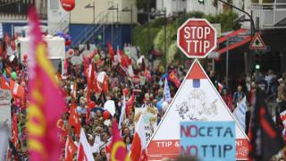Στους δρόμους οι Γερμανοί κατά της διατλαντικής συμφωνίας ελεύθερου εμπορίου