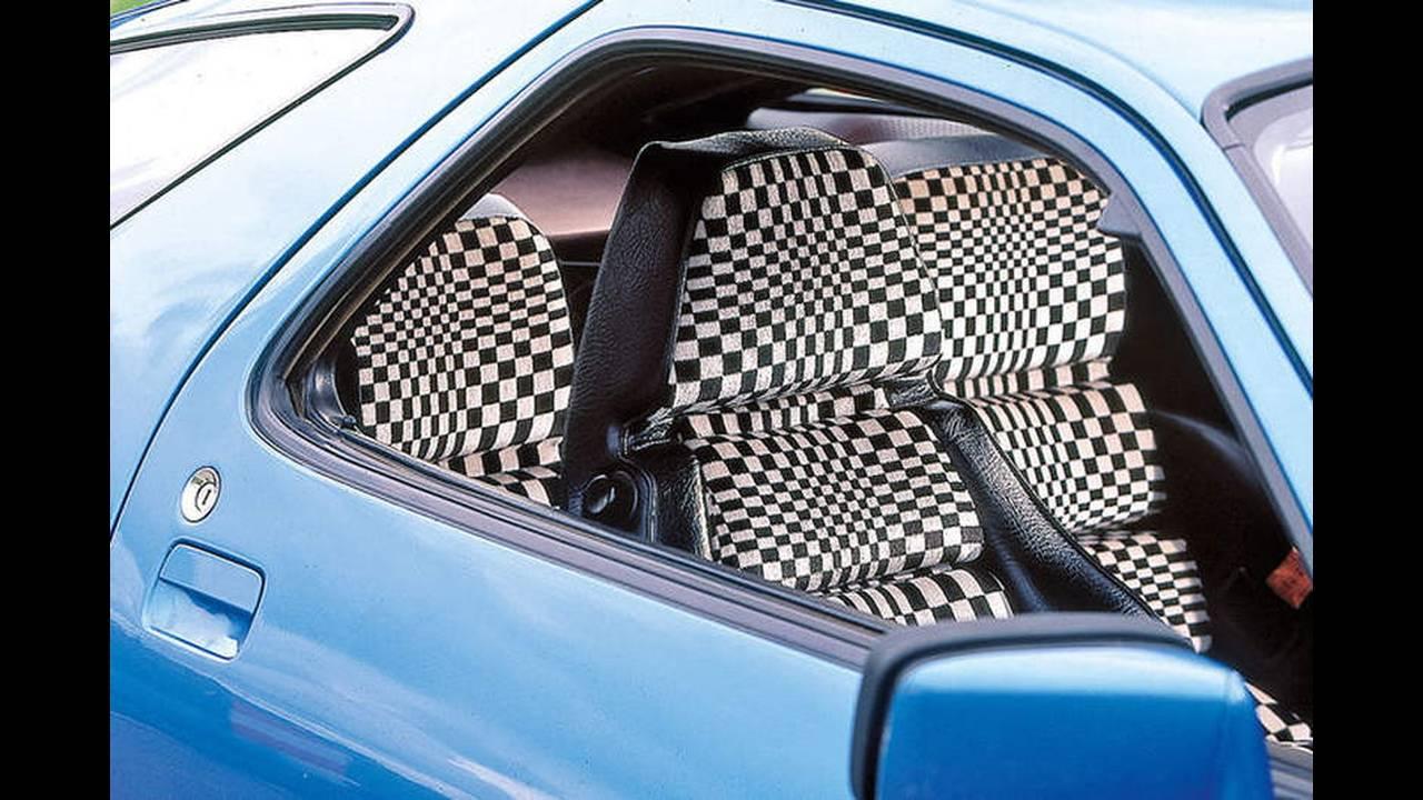 https://cdn.cnngreece.gr/media/news/2016/09/18/46857/photos/snapshot/TAPETSARIES-2-Porsche-928.jpg