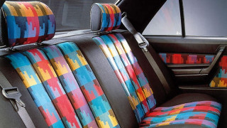 Οι ταπετσαρίες των αυτοκινήτων το '80 και το '90 ήταν στα όρια του κιτς. Ή και πάνω από αυτά