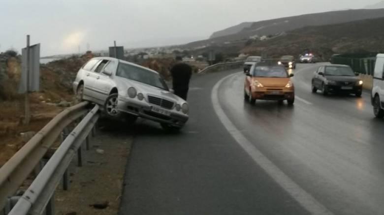 Βροχοπτώσεις, χαλάζι και ατυχήματα στην Κρήτη (pics+vid)