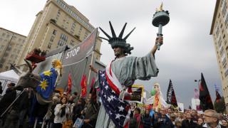 Χιλιάδες διαδηλωτές στις Βρυξέλλες κατά της συμφωνίας ελεύθερου εμπορίου με τις ΗΠΑ