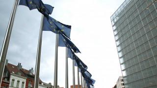 Spiegel: Οι πολίτες της ΕΕ μπορούν να προσφύγουν κατά των μέτρων λιτότητας