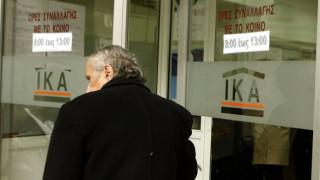 Το ΙΚΑ σπάει τον «ασφαλιστικό κουμπαρά» για να καλύψει το έλλειμμα