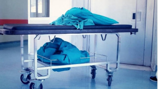 Θεσσαλονίκη: Καθητής Χειρουργικής με ιδιωτικό ιατρείο εισέπραξε παρανόμως 100.000 € σε επιδόματα