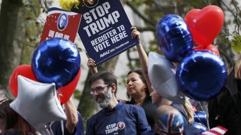 «Σταματήστε τον Τραμπ». Η Βρετανία στηρίζει Κλίντον (pics)