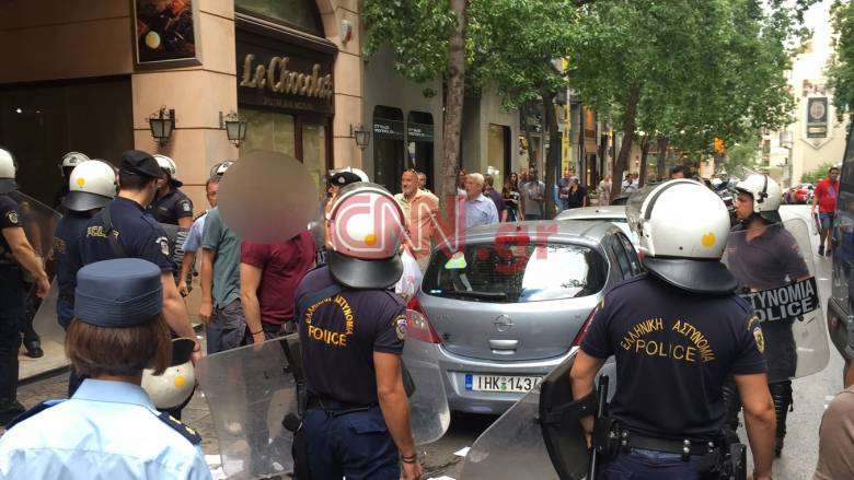 Κατάληψη του Ρουβίκωνα στα γραφεία του υπουργείου Μεταφορών (video & pics)