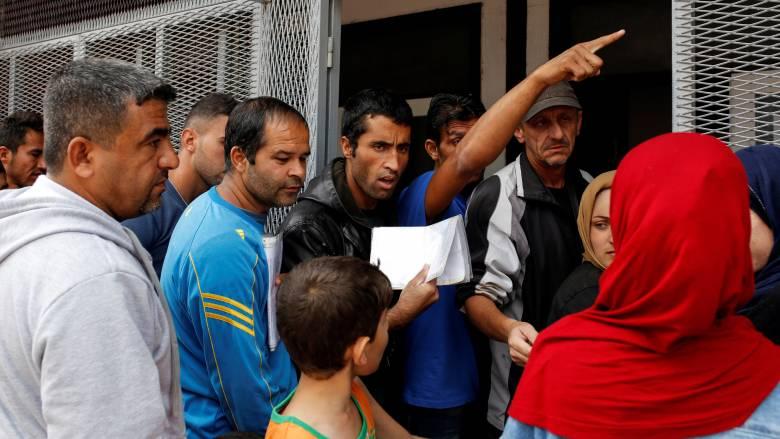Bild: Γιατί η ελληνική κυβέρνηση κατεβάζει τον αριθμό των προσφύγων;