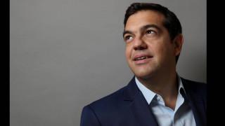 Ο Αλέξης Τσίπρας ποζάρει στο φωτογραφικό φακό του Reuters