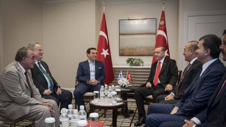 Ερωτήματα για την απουσία της ελληνικής σημαίας στη συνάντηση Τσίπρα-Ερντογάν