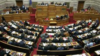 Σκληρή κόντρα στη Βουλή για Καλογρίτσα και τηλεοπτικές άδειες