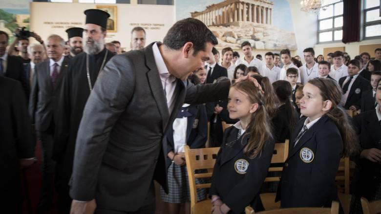 Τσίπρας προς ομογενείς μαθητές: «Να είστε περήφανοι που είστε Έλληνες»