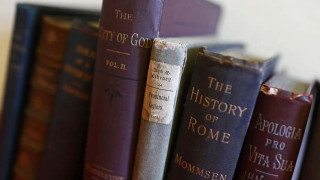 Ιταλία: Ο πελάτης μιας ανήλικης ιερόδουλης καταδικάστηκε να της... αγοράσει βιβλία