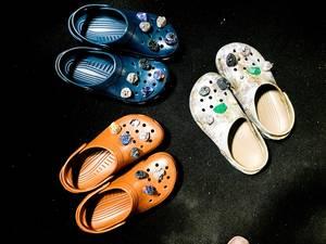 """""""Τα περιώνυμα couture Crocs στο σόου του Christopher Kane""""."""
