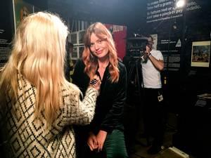 """""""Η Georgia May Jagger στα γυρίσματα ενός επεισοδίου του  CNN Style γυρισμένο στο Victoria & Albert Museum""""."""