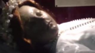 Βίντεο απεικονίζει νεκρό εδώ και 300 χρόνια κοριτσάκι να ανοίγει τα μάτια του (vid)