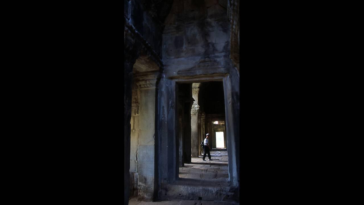 https://cdn.cnngreece.gr/media/news/2016/09/26/47800/photos/snapshot/-Angor-Wat-2005-color-047.jpg