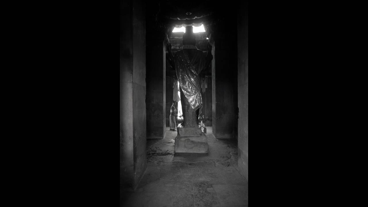 https://cdn.cnngreece.gr/media/news/2016/09/26/47800/photos/snapshot/Angkor-BW-024.jpg