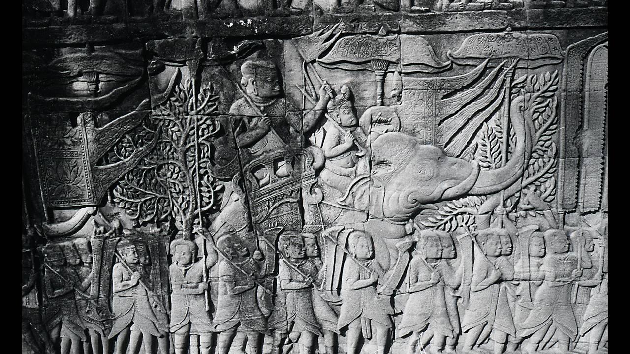 https://cdn.cnngreece.gr/media/news/2016/09/26/47800/photos/snapshot/Angkor-BW-046.jpg