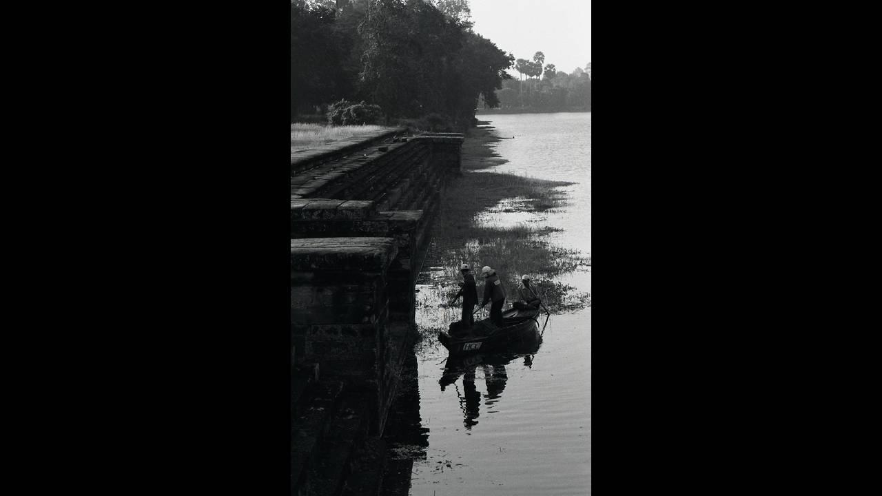 https://cdn.cnngreece.gr/media/news/2016/09/26/47800/photos/snapshot/Angkor-BW-048.jpg
