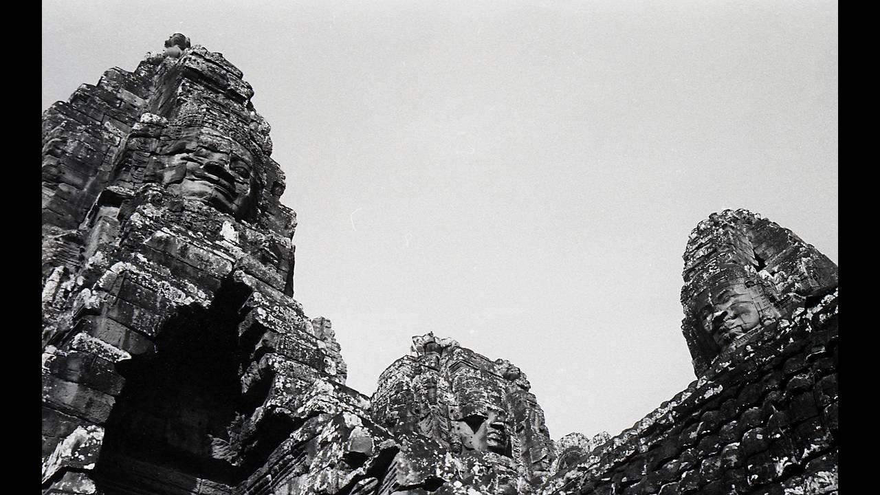 https://cdn.cnngreece.gr/media/news/2016/09/26/47800/photos/snapshot/Angkor-BW-058.jpg
