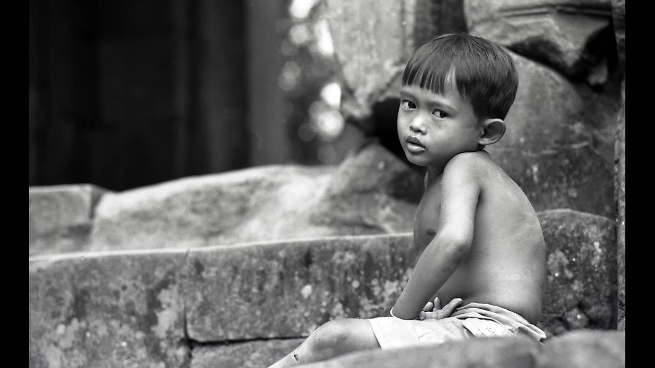 https://cdn.cnngreece.gr/media/news/2016/09/26/47800/photos/snapshot/Angkor-BW-074.jpg