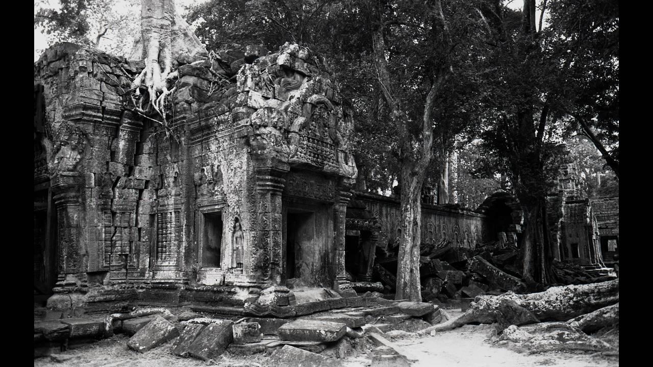 https://cdn.cnngreece.gr/media/news/2016/09/26/47800/photos/snapshot/Angkor-BW-103.jpg