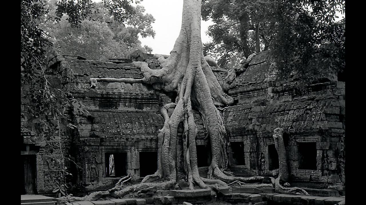 https://cdn.cnngreece.gr/media/news/2016/09/26/47800/photos/snapshot/Angkor-BW-107.jpg