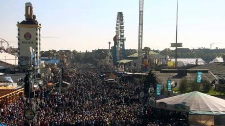 Oktoberfest: Το αδιαχώρητο στη γιορτή μπύρας