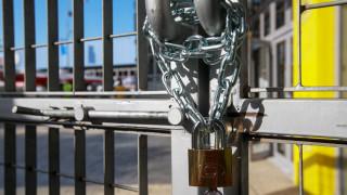Τα λουκέτα στις επιχειρήσεις διογκώνουν τα «φέσια» προς το Δημόσιο