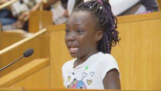 Τα δάκρυα μιας 9χρονης γροθιά στις φυλετικές διακρίσεις