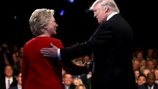 Φορούσε η Κλίντον ακουστικό στο debate με τον Τραμπ; Η νέα θεωρία συνωμοσίας του διαδικτύου