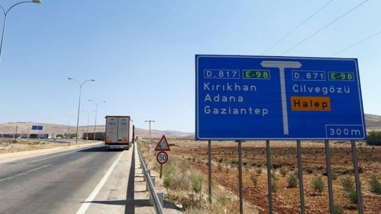 Οι Τούρκοι φτιάχνουν φράχτη στα σύνορα με τη Συρία