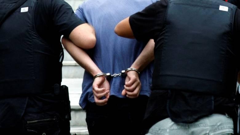 Σύλληψη 26χρονου για αποπλάνηση ανηλίκων