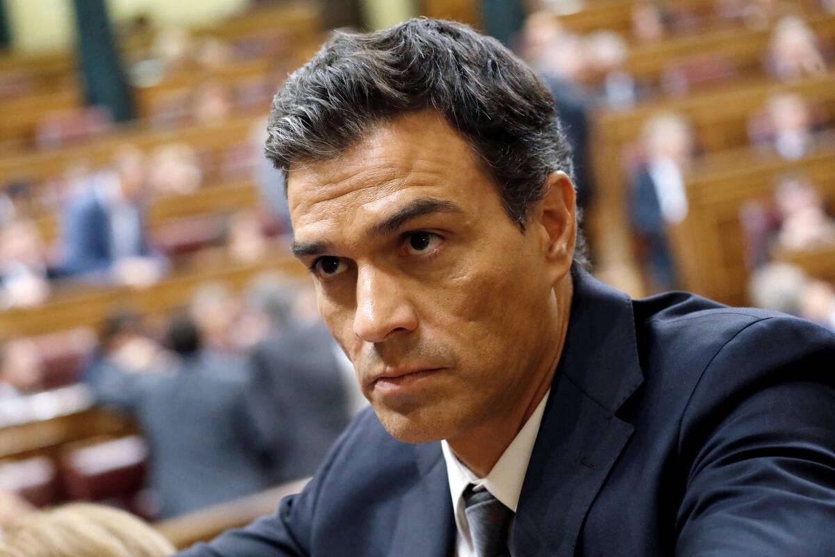 Sanchez investitura 2016 10 01T184439Z 861232351 S1BEUENARVAA RTRMADP 3 SPAIN POLITICS SOCIALISTS