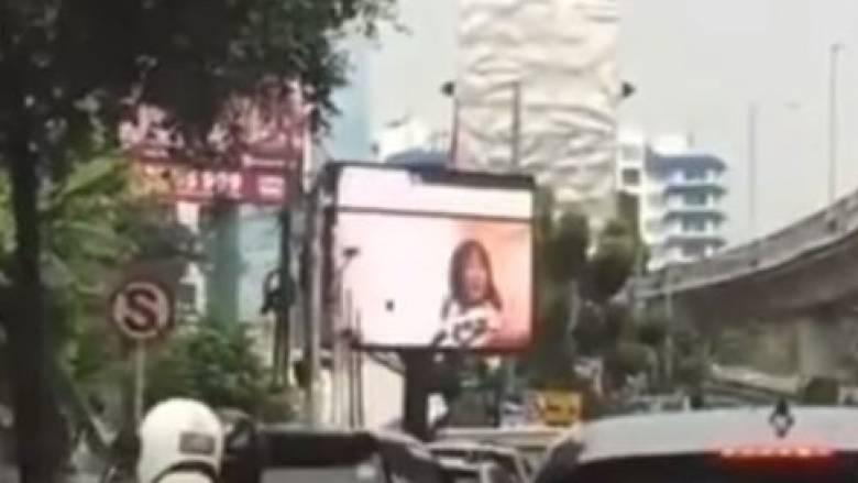Ινδονησία: Διαφημιστική πινακίδα-μάτριξ έπαιζε σκληρό πορνό επί 5 λεπτά (vid)