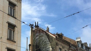 Tεράστιο πέος προκαλεί τις Αρχές στις Βρυξέλλες. Ποιος είναι ο προβοκάτορας street-artist; (NSFW)