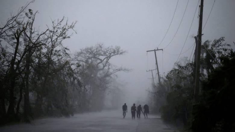 Ο τυφώνας Μάθιου εξελίσσεται στην πιο σφοδρή καταιγίδα της δεκαετίας (pics)