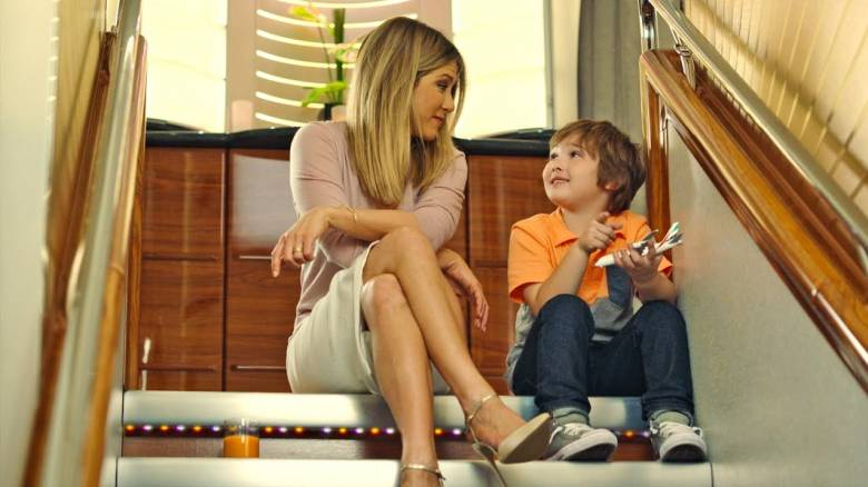 Βίντεο: Η Jennifer Aniston κάνει έναν νέο φίλο στην Emirates!