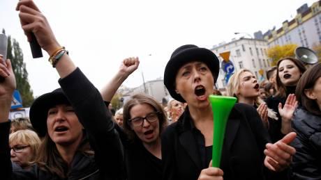 Απορρίφθηκε η πλήρης απαγόρευση των αμβλώσεων στην Πολωνία