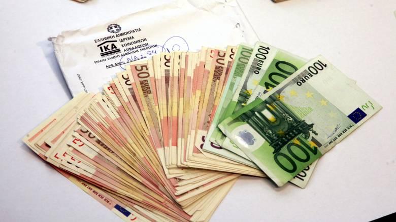 Υπάλληλος της Βουλής εμπλέκεται σε απάτη ύψους 180.000 ευρώ με θύμα το ΙΚΑ