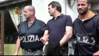 Βίντεο: Ο αρχηγός της Μαφίας που κρυβόταν πίσω απ΄το ντουλάπι της κουζίνας