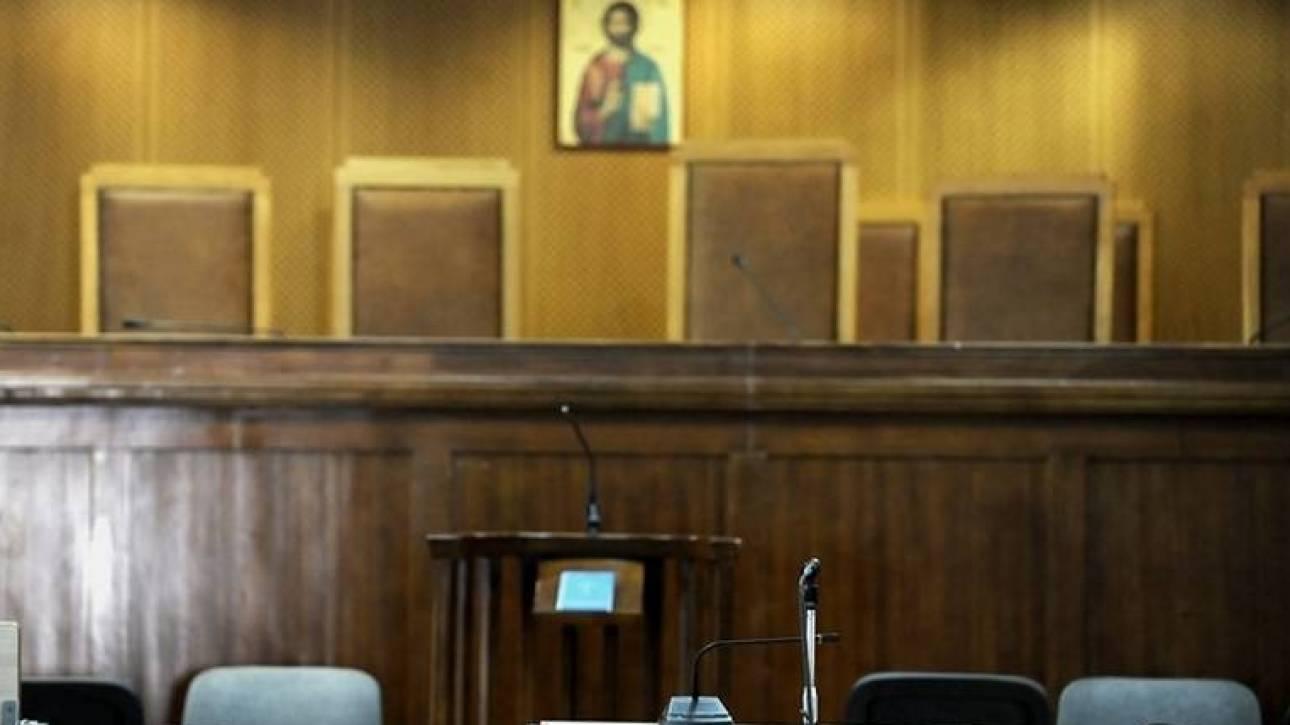 Κόντρα στη Δικαιοσύνη για τα μισθολογικά των δικαστών