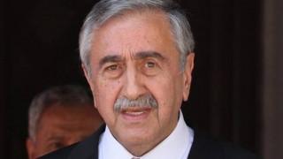 Ο Μουσταφά Ακιντζί διαψεύδει τα περί ενδιάμεσης συμφωνίας στο Κυπριακό