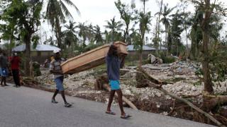 Τρόμος και χάος από τον φονικό πέρασμα του κυκλώνα Μάθιου στην Αϊτή