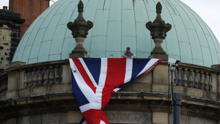 Οι Ευρωπαίοι πολίτες θα μένουν ελεύθερα στη Βρετανία και μετά το Brexit