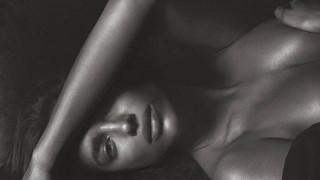 Εσώρουχα και ψηλοτάκουνες γόβες: Η «καλημέρα» που θες από την Ιρίνα Σάικ